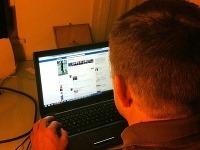 Predseda Smeru surfuje na Facebooku