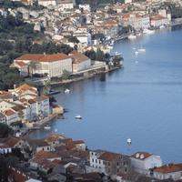 Elegantný prístav mesta Vis.