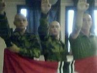 Traja členovia 17. pluku výsadkárov, jedného z nich z armády vylúčili