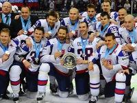 Aj napriek druhému miestu sú hokejisti pre Slovákov majstrami.