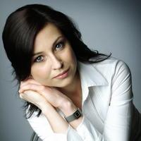 Moderátorka politickej relácie Silvia Kušnírová utrpela pri havárii ľahké zranenia.
