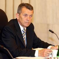 Na postup Slovenského pozemkového fondu si posvieti aj minister Jureňa.