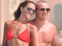 Danielle Lloyd so zmenšenými prsiami v náručí manžela Jamieho O'Haru.