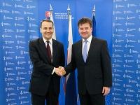 Miroslav Lajčák a šéf poľskej diplomacie Radoslaw Sikorski počas jeho prijatia ministrom