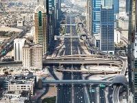 Vyhne sa Dubaj demonštráciám?