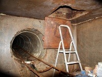 Týmto tunelom prechádzal motorový vláčik plný cigariet