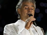 Skladbu Con te partiro zaspieval Andrea Bocelli po prvý raz v roku 1995