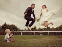 Laci Strike so svojou manželkou Aničkou a synom Dankom na svadobnej fotografii.