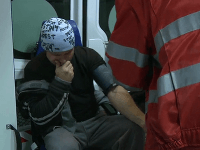 Andreja Grelneta odviezla zo statku sanitka.