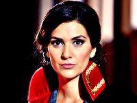 Bergüzar Korel sa v novej telenovele zhostila úlohy sudkyne.