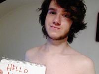 Filip ukázal na internete svoju totožnosť a ospravedlnil sa za svoj neupravený vzhľad, pretože sa práve zobudil.