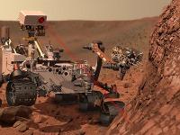 Sonda Curiosity má veľkosť osobného automobilu, šesť kolies a je vybavená napríklad robotickým ramenom, niekoľkými spektrometrami, vŕtačkou, dvoma videokamerami či laserom a ďalšími nástrojmi