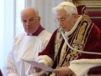 Benedikt XVI oznamuje svoje rezignáciu