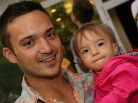 Spevák Robo Papp s dcérkou Isabellou.