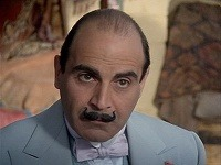 David Suchet ako Hercule Poirot.