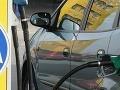 Opitý šofér úradoval na benzínke: Vrazil do chodcov!