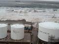 Hrozivý moment: Cunami zmietla hrádzu pred Fukušimou!