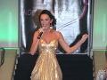 Sisa Sklovská odštartovala prehliadku v zlatých večerných šatách.