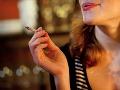 """Vyjadrenia hygienika vyvolali vášnivé diskusie: Rastie s e-cigaretou chuť na """"skutočné"""" fajčenie?"""
