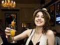 Celeste Buckingham si vychutnala nealkoholický drink.