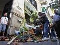Španielski farmári vysypali pred nemecký konzulát 300 kg zeleniny