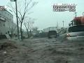 Japonec nakrútil v aute besnenie cunami a prežil!