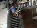 Mladík sa zrútil z eskalátora, padal 6 metrov!