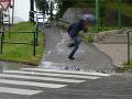 Povodne hrozia na väčšine Slovenska, búrky už len na východe
