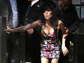 a74da64aa37e Z domu Amy Winehouse ukradli speváčkine svadobné šaty – galéria ...