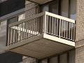 Prišli ju vysťahovať z bytu, žena († 53) skočila z balkóna