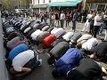 Francúzi zakázali Moslimom modlenie na ulici