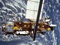 Nefunkčný satelit dopadol do oblasti Kanady, Afriky a oceánov