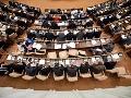 Parlament opäť zasadá, čakajú ho vládne návrhy