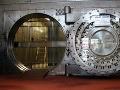 Zlodej kradol v banke vo Zvolene: Zobral celý trezor, veľa však nenájde