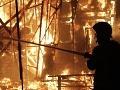 Požiar v továrni na