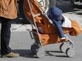 Ministerstvo práce po kritike škrtov v dávkach: Dávame mamičkám slobodu!