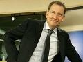 Absurdná stávka v europarlamente: Poslanec je ochotný sa pre slivky aj posr*ť!