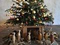 Symbolom Vianoc je vyzdobený stromček, pre katolíkov hlavne betlehem