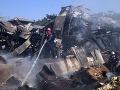 Pri požiari a výbuchu skladiska zahynulo najmenej 17 ľudí