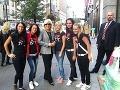 Majka Kostrabová (druhá zľava) s kamarátkami na 5-th Evenue v New Yorku stretla premiérku Ivetu Radičovú.