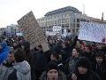 Nereagovať na protest je pre politikov výhodné, tvrdí sociológ