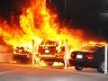Úmyselný požiar pri Senci: Horeli tri autá a rodinný dom