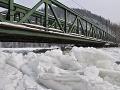 Na sútoku Oravy s Váhom ľadové zápchy, oteplenie by prinieslo komplikácie