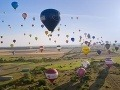 Nehoda balóna v Česku: S 5 ľuďmi spadol na elektrické drôty!