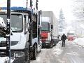 Husté sneženie v Banskobystrickom kraji, horské priechody sú neprejazdné