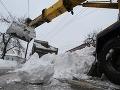 V Handlovej ťažké mechanizmy odpratávajú sneh