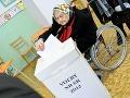100-ročná jubilantka, Emerencia Meňhartová odvolila v základnej škole v Nitre