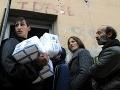 Rómom rozdajú 40 ton múky a cestovín na Luníku IX, nárok musia preukázať
