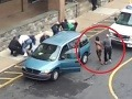 Šialená rodina: Matka, dve dcéry a syn sa vyzliekli pred školou!
