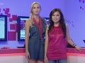S divákmi komunikujú prostredníctvom internetu v špeciálnom štúdiu spolumoderátroky Leoša Mareša a Tiny. Finalistka Miss Universe SR 2009 Diana Hágerová (vľavo) a Hana Zajíčková.